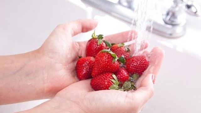 Panduan Mencuci Buah Agar Bebas Pestisida