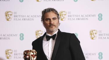 Joaquin Phoenix meraih Piala BAFTA pertama lewat film Joker.