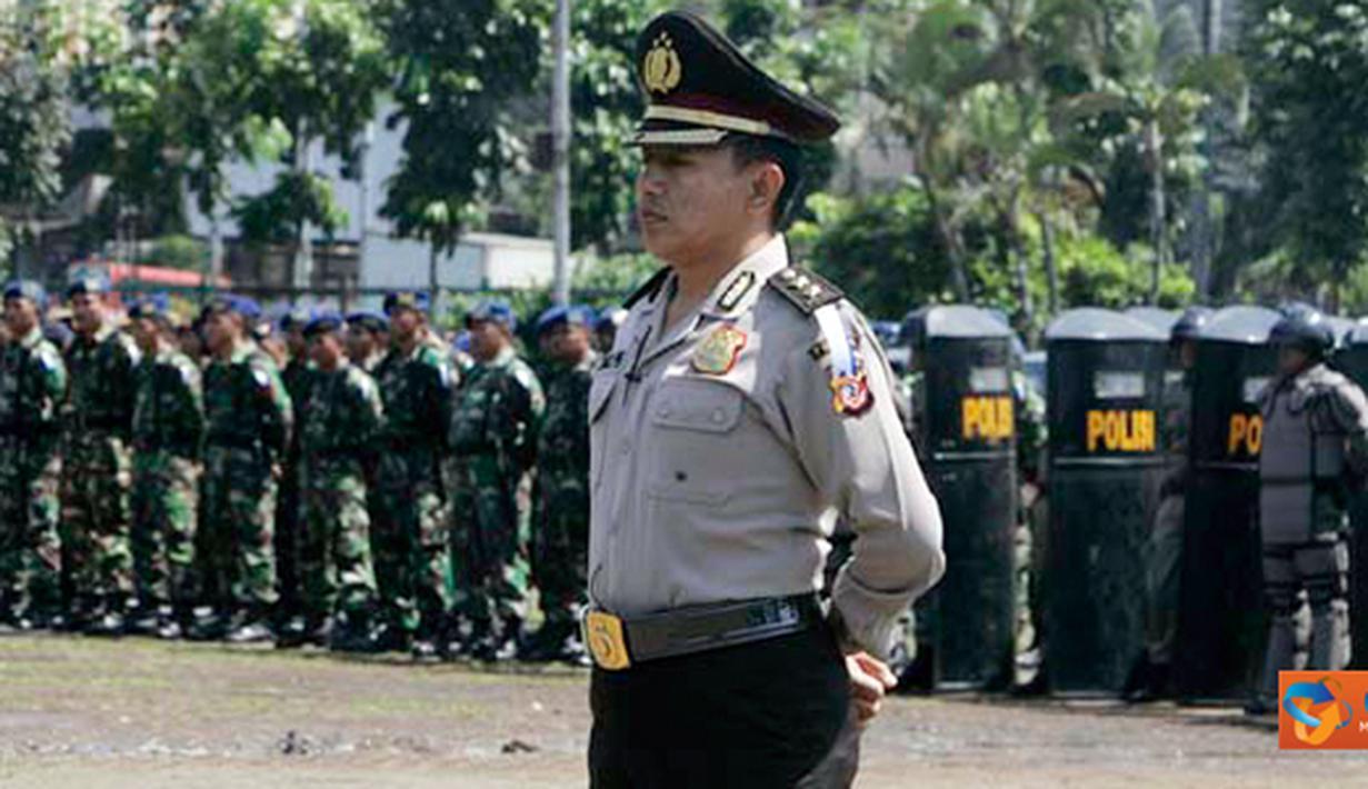 Citizen6, Bandung: Operasi Lilin dalam rangka pengamanan Natal 2011 dan menyambut Tahun baru 2012, dimulai Jum'at (23/12) sampai Minggu (1/1) 2012, akan melibatkan 12.492 dari Polda Jabar yang dibantu TNI dan unsur terkait lainnya. (Pengirim: Pendam3)