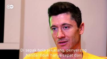 Berita video wawancara penyerang Bayern Munchen, Robert Lewandowski, yang juga berbagi tips agar menjadi striker yang hebat di lapangan hijau.