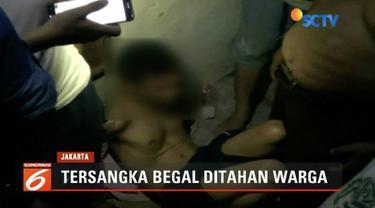 Warga Buaran, Jakarta Timur, gagalkan aksi jambret yang mengincar pada seorang pengendara beserta anak dan istrinya.