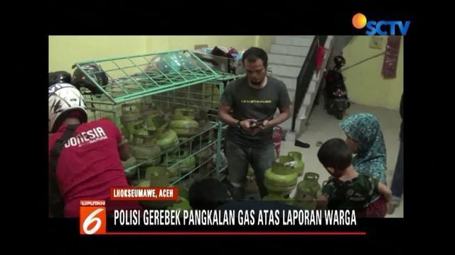 Sejumlah warga di Lhokseumawe, Aceh, mengamuk dan mendobrak pintu untuk mendapatkan gas elpiji 3 kg yang ditimbun oleh sebuah pangkalan tabung gas.
