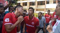 Pemain Timnas Indonesia U-19 mengikuti lomba pada HUT RI-73 di Yogyakarta. (Bola.com/Ronald Seger)