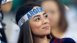 Suporter Argentina menunggu pertandingan sepak bola Grup B Copa America 2019 antara Argentina dengan Paraguay di Stadion Mineirao, Belo Horizonte, Brasil, Rabu (19/6/2019). (AP Photo/Natacha Pisarenko)