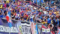 Aremania (Bola.com/Kevin Setiawan)