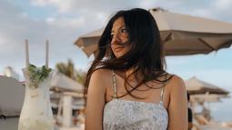 Shaloom Razade kerap memanjakan dirinya dengan berlibur. Melalui akun Instagramnya, ia kerap membagikan momen travelling di berbagai belahan dunia. Liburan kali ini, Shaloom tampak cantik saat tak mengenakan makeup. (Liputan6.com/IG/@sharazaaa)