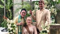 Titiek Soeharto, Panji Adhikumoro Trihatmodjo, dan Varsha Strauss Adhikumoro. (dok. Instagram @titieksoeharto/https://www.instagram.com/p/B02GtxbjsoL/)