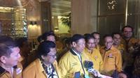 Wiranto memberi keterangan pers usai mempertemukan dua kubu Hanura di Ritz Carlton, Jakarta (Liputan6.com/ Radityo Priyasmoro)
