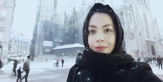 Bagi anak generasi 90-an, pasti sudah tak asing dengan nama Lulu Tobing. Pasalnya wajah cantik aktris kelahiran 21 November 1977 ini kerap menghiasi layar kaca. (Foto: instagram.com/lutob)