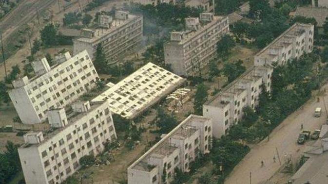 Dampak likuifaksi akibat gempa di Niigata, Jepang pada 1964 (Wikipedia/Public Domain)#source%3Dgooglier%2Ecom#https%3A%2F%2Fgooglier%2Ecom%2Fpage%2F%2F10000