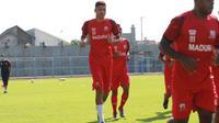 Pemain asal Brasil di Madura United, Robert Junior Rodrigues Santos. (Permana Kusumadijaya/Bola.com)