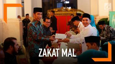 Presiden Joko Widodo atau Jokowi, para menteri Kabinet Kerja, serta pejabat Eselon I bersama-sama membayarkan zakat mal melalui Badan Amil Zakat Nasional (Baznas) di Istana Negara Jakarta, Kamis (16/5/2019).