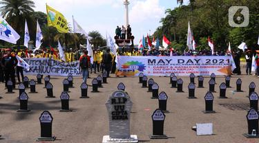 Puluhan Nisan di Tengah Peringatan Hari Buruh