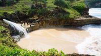Pacitan kerap dipanggil si Kota 1001 goa karena banyak goa yang bisa dijelajahi oleh wisatawan. Goa-goanya menyajikan keajaiban tak terduga.