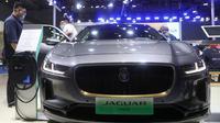 Sebuah mobil listrik Jaguar I-PACE terlihat di area pameran Automobile selama gelaran Pameran Impor Internasional China (China International Import Expo/CIIE) ketiga di Shanghai, China timur, pada 6 November 2020. CIIE tahun ini akan berlangsung 5-10 Novemver. (Xinhua/Ding Ting)