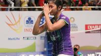 Tunggal putri Indonesia Linda Wenifanetri sukses menyingkirkan Li Michelle di BCA Indonesia Open Superseries 2015 (Humas PP PBSI)