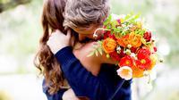 Ingin tahu apa sebenarnya manfaat dari memberikan bunga kepada orang lain? Ketahui kondisi psikologis dari si penerima di sini.