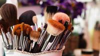 Coba tips mudah dan praktis untuk membersihkan kuas makeup yang kotor. (Foto: iStockphoto)