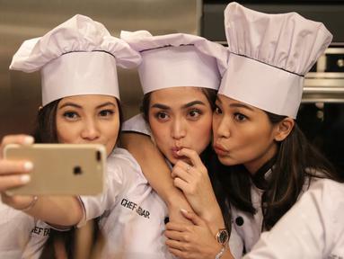 Banyak kalangan selebriti memiliki geng bersama dengan teman-teman dekatnya. Geng yang sering menjadi perbincangan warganet adalah geng Girls Squad. (Adrian Putra/Bintang.com)