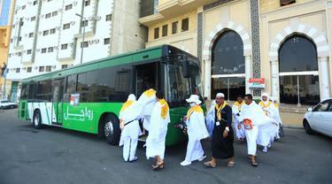 Bus Shalawat yang mengantar jemaah haji dari pemondokan menuju Masjidil Haram (foto: Bahauddin/MCH2019)