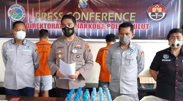Ditresnarkoba Polda Sulut berhasil mengamankan 2 tersangka beserta total 8 paket sabu pada, Selasa (18/5/2021), sekitar pukul 20.30 Wita.