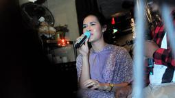 Ditemui saat buka puasa bareng fans di kawasan Kebayoran Baru, Jakarta, Jumat (18/7/14), dara kelahiran 6 Juni 1990 itu mengaku punya impian besar dalam hidupnya untuk mengadakan konser tunggal. (Liputan6.com/Faisal R Syam)