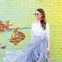 Inspirasi outfit dengan aksen ruffle. (Foto: stylecharade.com)