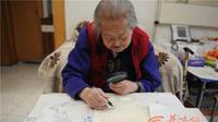 Nenek berusia 100 tahun mampu melukis dengan indah. Sumber: HSW