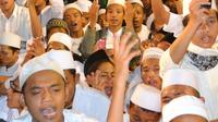 """""""Selawat Untuk Negeri"""" santri bersama Habib Syech di MA El Bayan Majenang, Cilacap, Jawa Tengah. (Foto: Liputan6.com/Muhamad Ridlo)"""