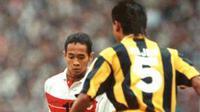 Kurniawan Dwi Yulianto, kalah menyakitkan di semifinal Piala Tiger 1996 dari Malaysia. (Bola.com/Dok. Pribadi)
