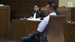Benhur Lalenoh, pengusaha yang juga timses mantan Bupati Kepulauan Talaud, Sri Wahyumi Maria Manalip saat menjalani sidang dakwaan di Pengadilan Tipikor, Jakarta, Senin (23/9/2019). Benhur didakwa dalam dugaan suap revitalisasi Pasar Lirung dan Pasar Beo TA 2019. (Liputan6.com/Helmi Fithriansyah)