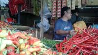 Penurunan harga cabai dan sayur-mayur ini sendiri tak hanya dipengaruhi turunnya harga BBM.