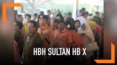 Sri Sultan Hamengkubuwono X menggelar open house usai libur idul Fitri 2019. Warga antusias hingga harus antre panjang agar bisa bersalaman dengan Sultan.