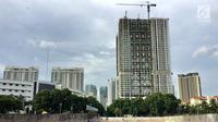 Proses pembangunan gedung apartemen di kawasan Kemayoran, Jakarta, Jumat (19/1). (Liputan6.com/Immanuel Antonius)