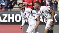 Tampil dengan trio Messi-Neymar-Mbappe, PSG tak mampu mencetak sebiji gol. Meski tampil mendominasi namun ketiganya tampak kesulitan menembus pertahanan Rennes. (AP/Jeremias Gonzales)