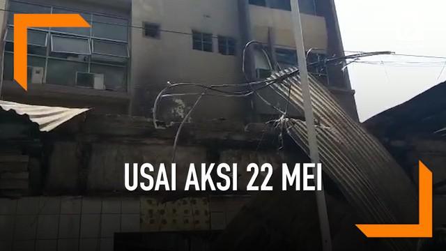 Beberapa kerusakan terjadi di pertokoan Sarinah, Jakarta Pusat, Kamis (23/5/2019) usai aksi 22 Mei. Beberapa kerusakan terjadi di gedung perbelanjaan modern pertama yang diresmikan tahun 1946 oleh Presiden Soekarno ini.