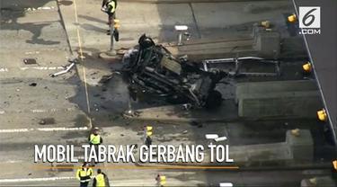 Satu orang tewas usai kecelakaan mobil yang menghantam gerbang tol Bedford, Inggris.
