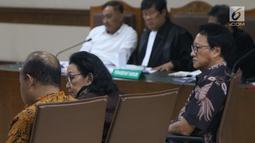 Mantan Sekjen Kemendagri, Diah Anggraeni (tengah) saat menjadi saksi pada sidang lanjutan dugaan korupsi e-KTP dengan terdakwa Markus Nari di Pengadilan Tipikor, Jakarta, Rabu (11/9/2019). Sidang mendengar keterangan saksi-saksi, salah satunya Diah Anggraeni. (Liputan6.com/Helmi Fithriansyah)