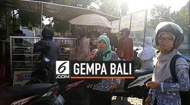 Getaran gempa tektonik magnitudo 5,8 di Nusa Dua dirasakan di Kota Jember Jawa Timur. Sejumlah karyawan yang tengah beraktivitas panik dan keluar kantor. Meski hanya beberapa detik cukup membuat kaget warga.