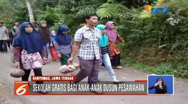 Madrasah Tsanawiyah Pakis di dusun terpencil pesawahan Desa Gunung Lurah, Kecamatan Cilongok, Kabupaten Banyumas, Jawa Tengah ini tidak memungut uang sebagai biaya pendaftaran.