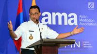 Gubernur DKI Jakarta Anies Baswedan memberi sambutan saat pembukaan Konferensi Asian Mediation Association (AMA) ke-5 di Jakarta, Rabu (24/10). Anies berharap konferensi ini memberi banyak kesempatan dalam pertukaran ide. (Liputan6.com/JohanTallo)
