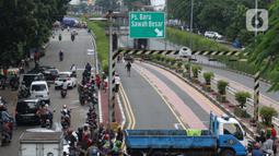 Suasana terowongan di Jalan Angkasa yang tergenang banjir Jakarta, Selasa (25/2/2020). Hujan yang mengguyur Jakarta sejak Senin (24/2) malam membuat sejumlah kali meluap dan menyebabkan banjir di terowongan tersebut. (Liputan6.com/Helmi Fithriansyah)
