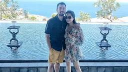 Telah menjalani pernikahan dari tahun 2014 tentu saja telah membuat mereka tak malu lagi menunjukan kasih sayang. Bahkan saat berlibur di Bali keduanya mengabadikan momen mesra di akun Instagram.(Liputan6.com/IG/@raffinagita1717)