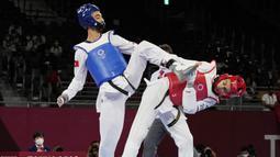 Mohamed Khalil Jendoubi merupakan atlet asal Tunisia yang berlaga di ajang cabang olahraga taekwondo 58 kg. (Foto/AP/Themba Hadebe)