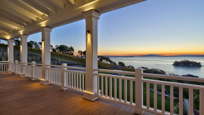 Pemandangan dari rumah termahal di Selandia Baru berhasil terjual setelah tujuh tahun dipasarkan. Dok: Graham Wall