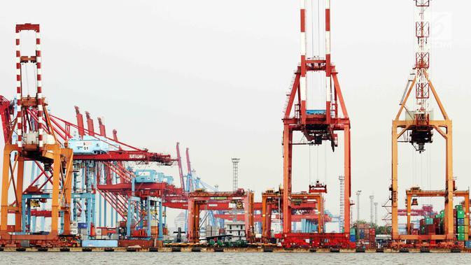Aktivitas bongkar muat barang ekspor impor di Pelabuhan Tanjung Priok, Jakarta, Senin (17/7). Badan Pusat Statistik (BPS) melaporkan kinerja ekspor dan impor Indonesia mengalami susut signifikan di Juni 2017. (Liputan6.com/Angga Yuniar)#source%3Dgooglier%2Ecom#https%3A%2F%2Fgooglier%2Ecom%2Fpage%2F%2F10000