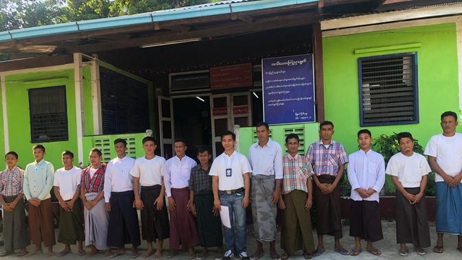 Ke-14 nelayan WNI yang dipulangkan dari Myanmar, (kredit: Kemlu RI)