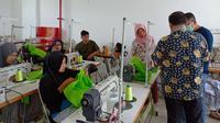Pembuatan APD dikerjakan di Balai Latihan Kerja Dinas Tenaga Kerja Kota Semarang.