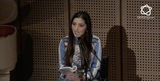 Walau Sempat Merasakan Tegang, Namun Ashanty Mengaku Ketagihan untuk Membacakan Puisi di Pertunjukan.