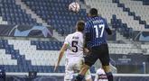 Bek Atalanta, Cristian Romero(17) mencetak gol ke gawang FC Midtjylland pada matchday kelima Grup D, Liga Champions di Atleti Azzurri d'Italia, Rabu (2/12/2020) dini hari WIB. Atalanta membuka peluang lolos ke babak 16 besar usai menahan imbang Midtjylland 1-1. (Stefano Nicoli/LaPresse via AP)